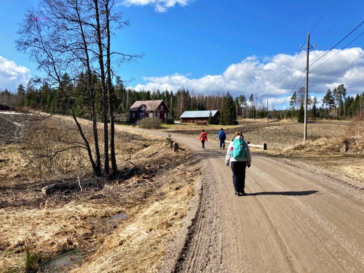 Agricola-kävelijöitä Pernajassa