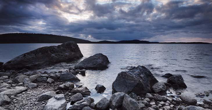 Inarinjärven rantaa